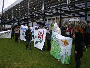 """Ir a Declaración de las Jornadas """"Contaminación Genética: la Imposible Coexistencia"""" paralelas a la 3ª Conferencia Internacional de Coexistencia de OMG organizadas por la Comisión Europea"""