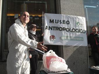 """Ir a Amigos de la Tierra inaugura el """"museo antropológico de envases"""""""