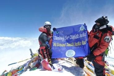 Ir a Una expedición al Everest exige justicia climática desde la cima de La Tierra