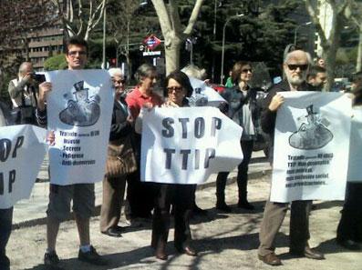 Ir a Tratado de libre comercio entre EEUU y Unión Europea avanza en Madrid a espaldas de la ciudadanía