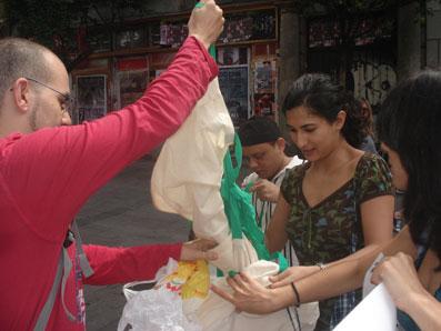 Ir a Organizaciones solicitan a la Ministra Tejerina que vote en Europa a favor de reducir las bolsas de plástico