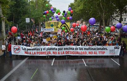 Ir a Manifestación masiva para exigir el fin de las políticas que generan pobreza y desigualdad y la paralización de los Tratados de Libre Comercio