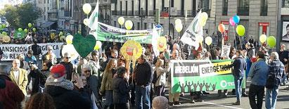 Ir a Miles de personas marchan en Madrid contra el cambio climático
