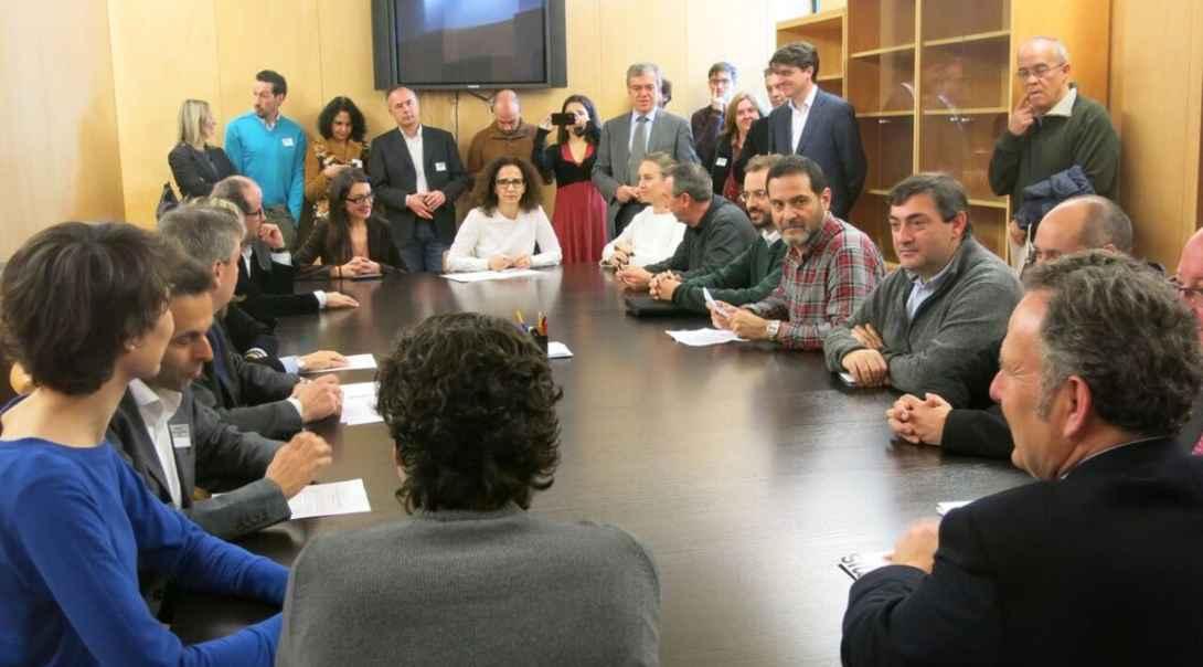 Ir a La mayoría del Parlamento español se compromete a allanar el camino para el desarrollo del autoconsumo