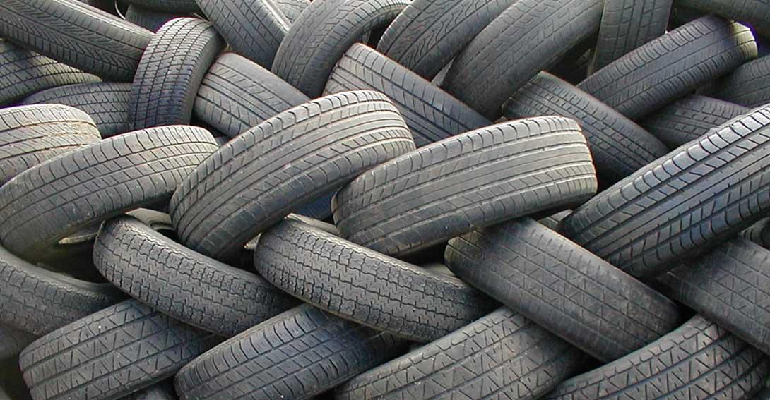 Ir a Amigos de la Tierra denuncia la irresponsabilidad en la gestión del cementerio de neumáticos