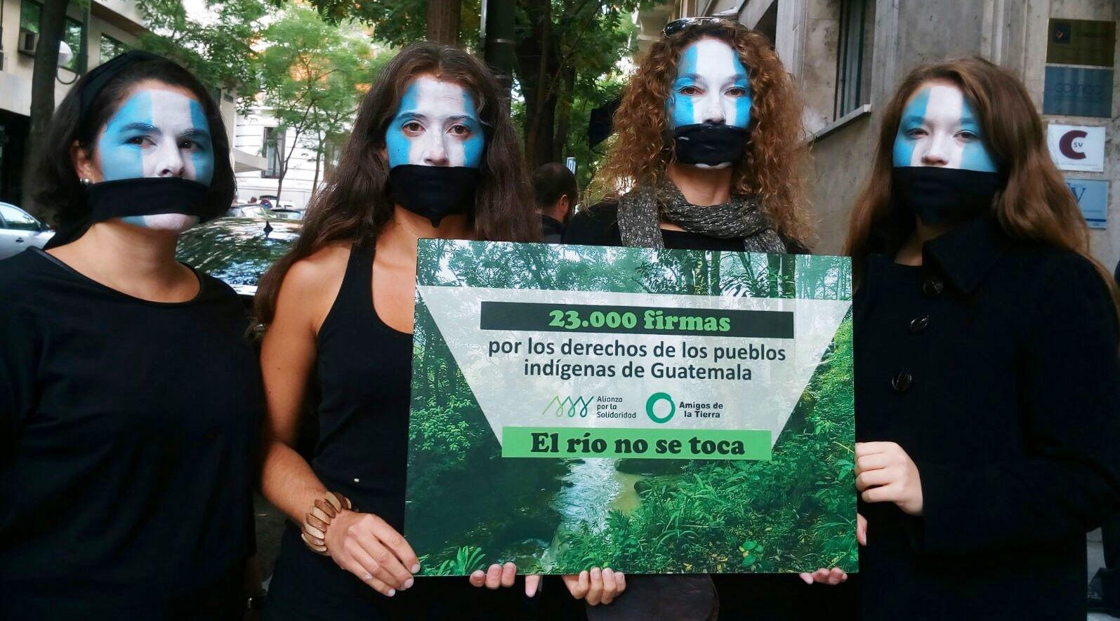 Ir a 23.000 firmas contra una inversión española que vulneró los derechos indígenas