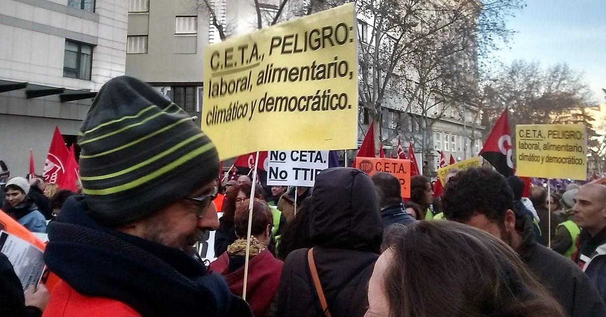 Ir a Más de 30 ciudades salen a la calle para pedir a los políticos que voten NO al CETA