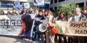 Protesta por el Aniversario de Berta Cáceres frente a la embajada de Honduras