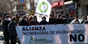 Hoy 3 de febrero, una multitudinaria marcha ha recorrido las calles de Villa de Vallecas para exigir la no prolongación del contrato de la incineradora de Valdemingómez