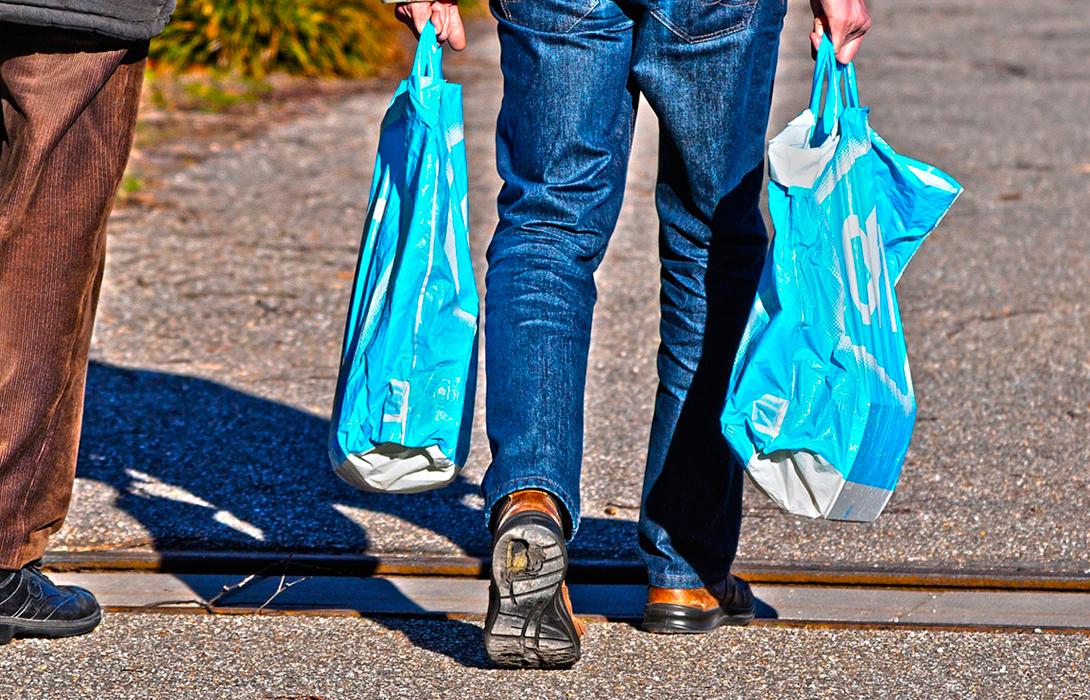 Ir a Este domingo prohíben las bolsas de plástico, pero se quedan a medio camino