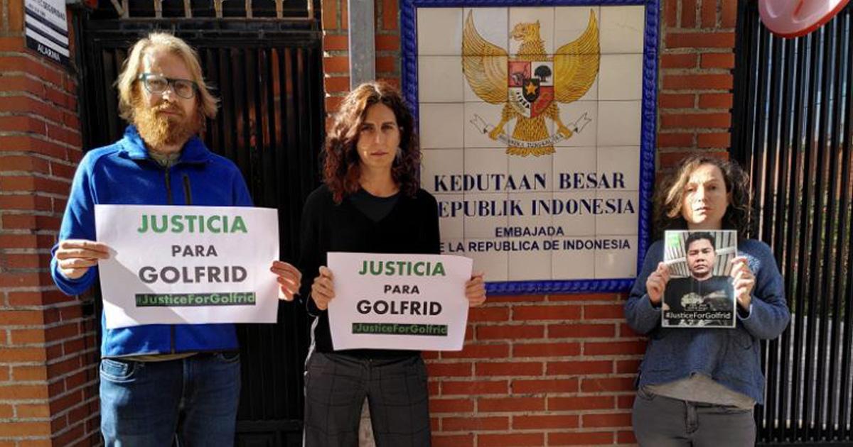 Ir a Más de 240 organizaciones exigen justicia para el defensor ambiental, Golfrid Siregar