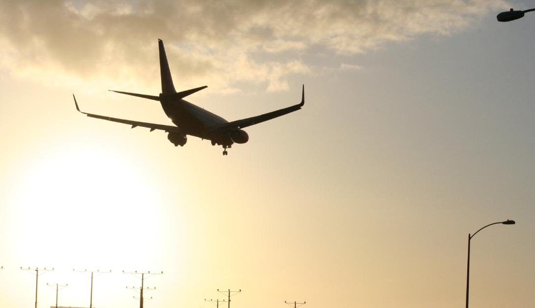 Ir a Pedimos a los presidentes SánchezyAragonès que paralicen la ampliación del aeropuerto del Prat